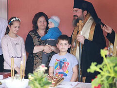Romanian Orthodox students build house for widowed mother with 5 children