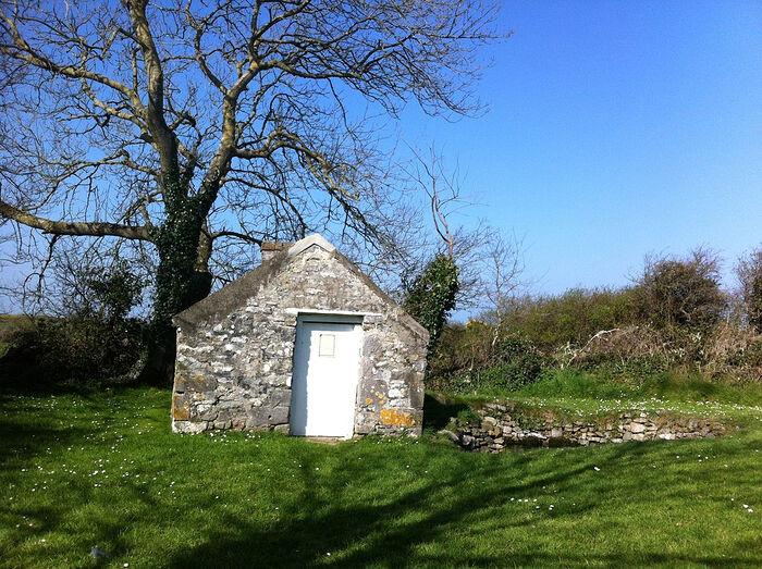 Источник в графстве Керри, в котором был крещен прп. Брендан Мореплаватель, Ирландия (источник - Bernard, Geograph.ie)
