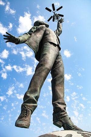 Памятник Сикорскому в Киеве