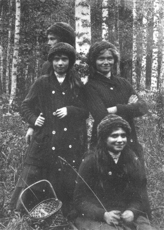 Ольга, Татьяна, Мария, Анастасия на грибной охоте