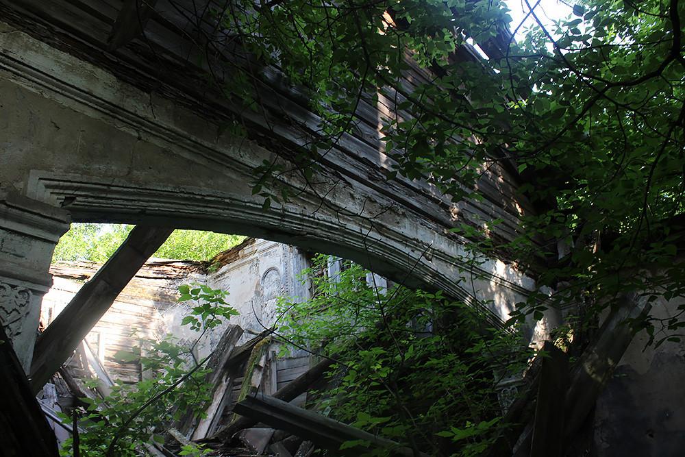 Храм Троицы Живоначальной, деревня Верхний Секинесь