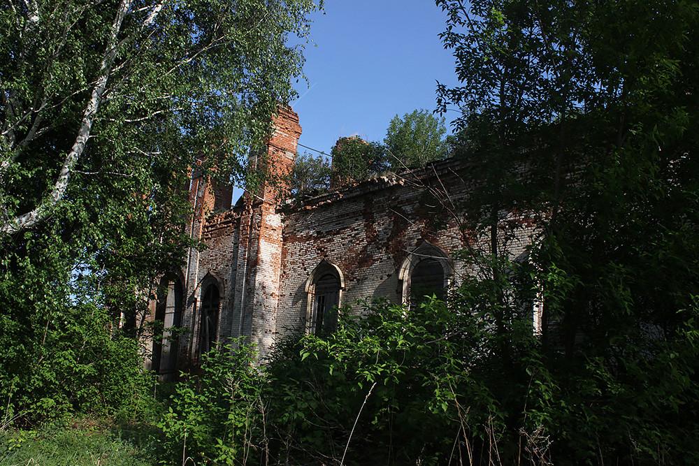 Ο Ιερός Ναός της Ζωοποιού Τριάδος, στο χωριό Σεκινές