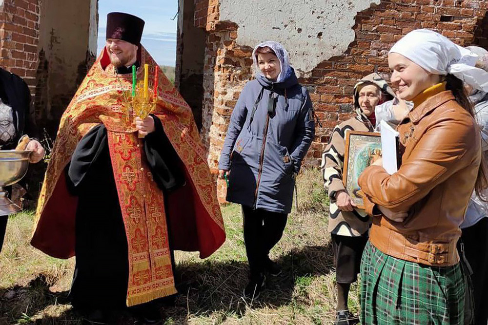 Ο Ιερός Ναός της Ζωοποιού Τριάδος, στο χωριό Στάριϊ Μπερεζάϊ