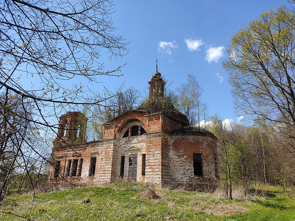 Ο Ιερός Ναός της Ζωοποιού Τριάδος, στο χωριό Αφανάσιεβο