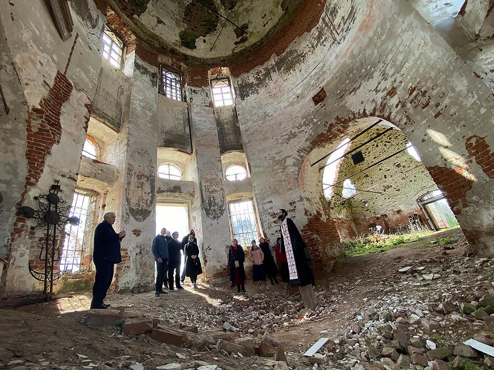 Храм Трёх Святителей Великих, село Голопёрово