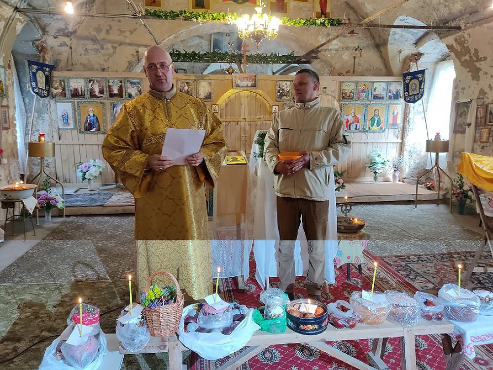 Συγκρότημα ναών. Ο Ιερός Ναός Γενεσίου της Υπεραγίας Θεοτόκου και ο Ιερός Ναός Αγίου Νικολάου του Θαυματουργού, στο χωριό Πάζα