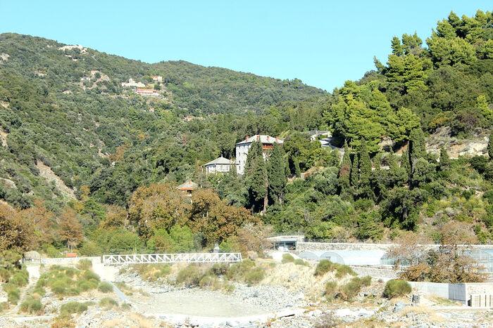 Вид на мельницу от реки