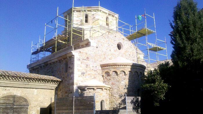 Подворье монастыря Симонопетра близ Авиньона: строительство главного храма и лесная часовня