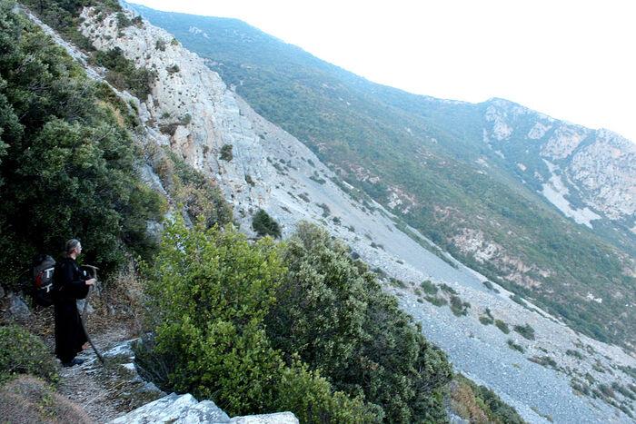 Путь от пещеры прп. Нила Мироточивого на восток к Хаири и румынскому скиту Продром
