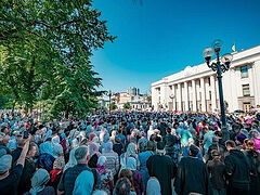 20,000 Ukrainian laity hold prayer vigil outside Parliament in defense of their rights (+VIDEOS)