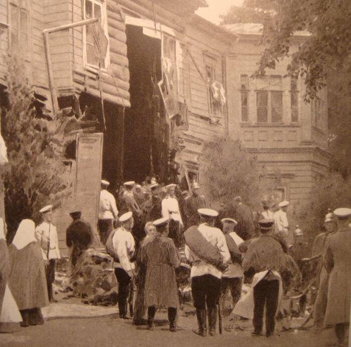 Разрушенное взрывом здание особняка Столыпина на Аптекарском острове