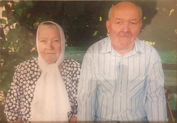 Крёстный дядя Юра и тетя Аня в старости
