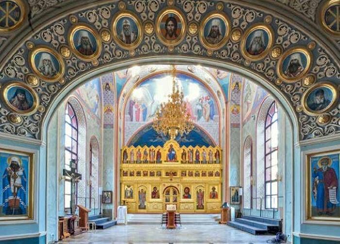 Храм святого благоверного великого князя Владимира в помещении Московского епархиального дома в Лиховом переулке.
