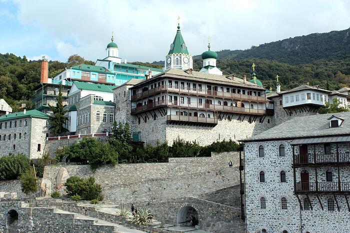 Η Ιερά Μονή του Αγίου Παντελεήμονος στο Άγιος Όρος (Ρωσική)
