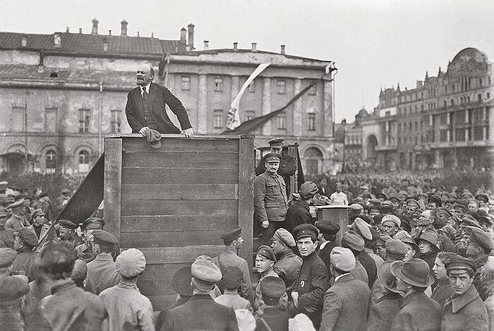 Ленин на митинге у Большого театра, 5 мая 1920 г.