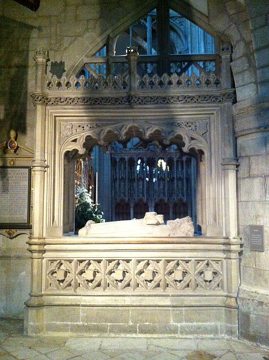 Memorial and tomb to Osric of Hwicce inside Gloucester Cathedral