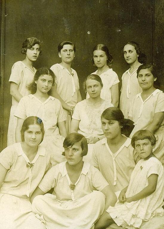 Воспитанницы Мариинского Донского института благородных девиц