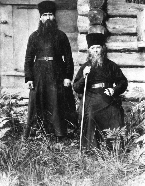 Старец Анатолий (Потапов) с келейником