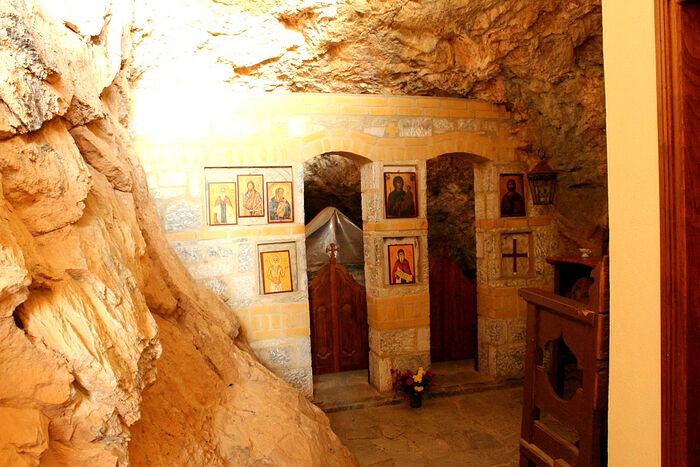 Ο Ναός του σπηλαίου