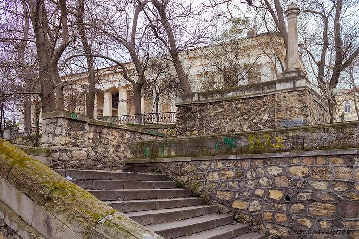 Подъем к Петропавловскому храму с восточной стороны. Фото: pro-travel.net