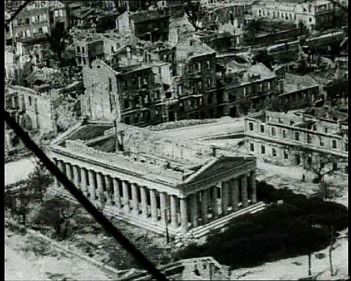 Петропавловский храм. Из киносъёмки 1944 г.