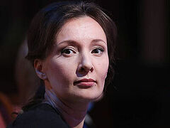 Анна Кузнецова: говорить о вакцинации подростков от ковида еще рано