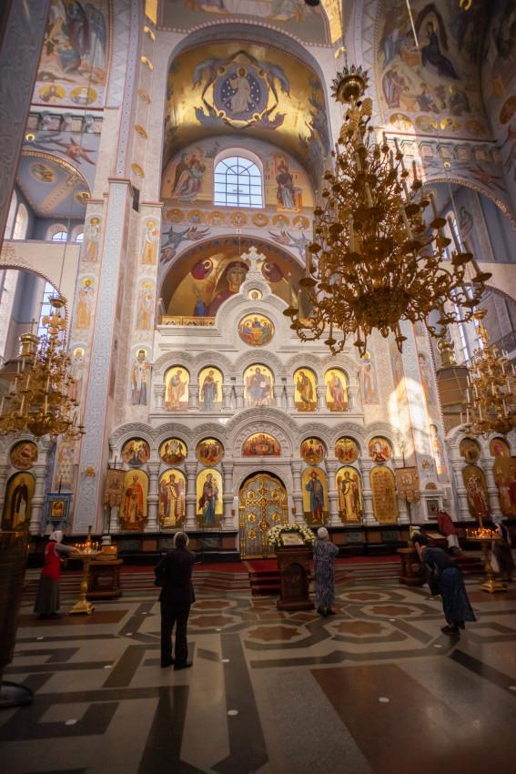 Ο άνω ναός Πάντων των εν τη Ρωσική Γη διαλαμψάντων Αγίων