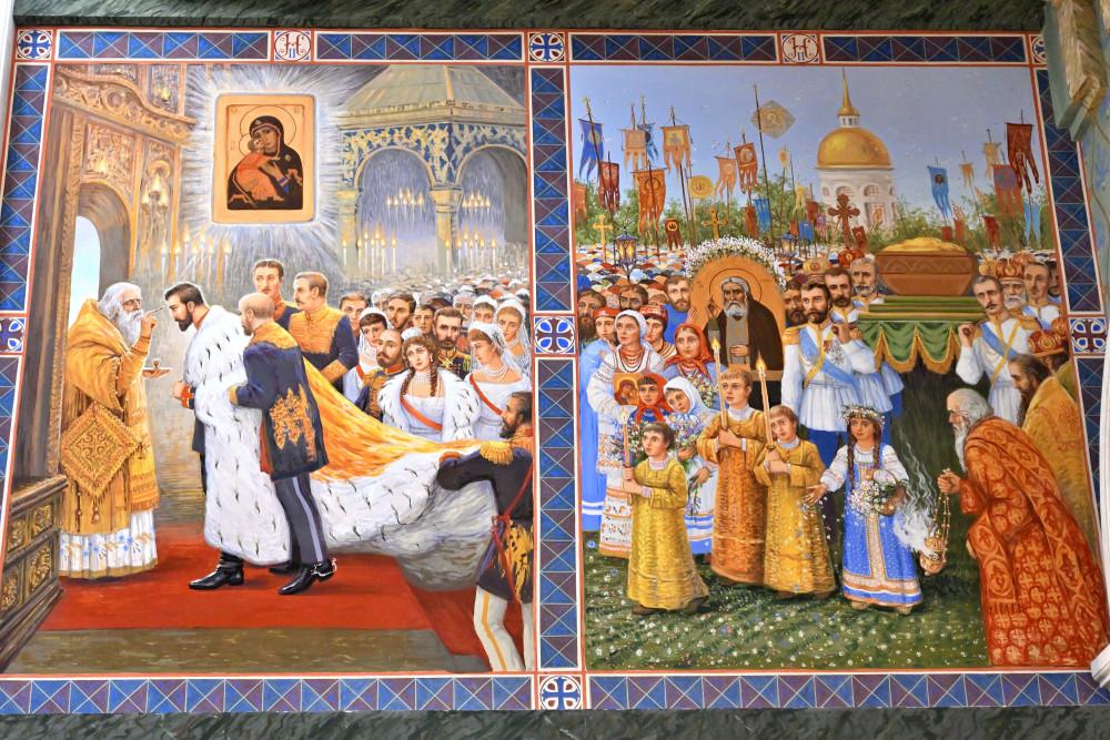 Βασιλικό Χρίσμα. Η αγιοκατάταξη του Οσίου Σεραφείμ του Σαρόβ. Οι τοιχογραφίες είναι της Μαρίας Βισνιάκ