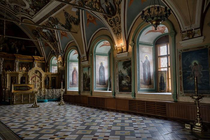Придел прп. Серафима Саровского и мощи прп. Антония (Медведева) в Трапезном храме Лавры