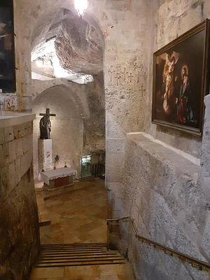 Храм Гроба Господня. Спуск к пределу обретения Креста. Фото диакона Александра Занемонца