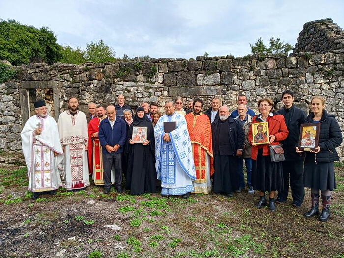 Serbian clergy and faithful at St. Mardarije's house. Photo: spc.rs