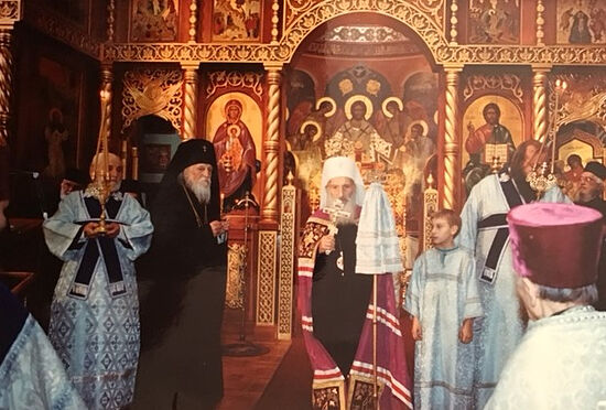 Патриарх Сербский Павел и владыка Антоний. Прислуживает Коля Котар
