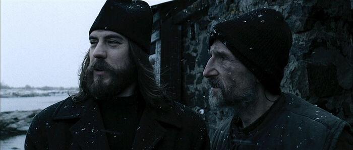 """Дмитриј Дјужев и Петар Мамонов у филму """"Острво"""""""