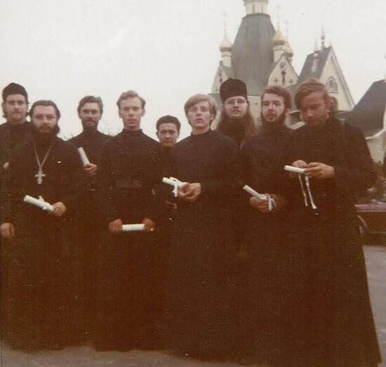 Семинарист Стефан Павленко в Джорданвилле – четвертый справа
