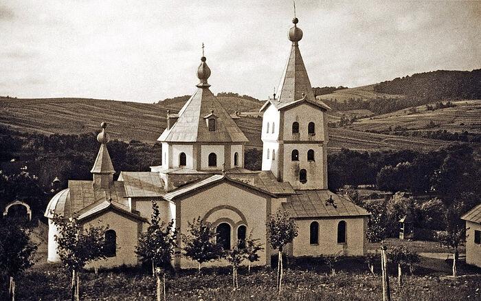 Монастырь в Ладомировой