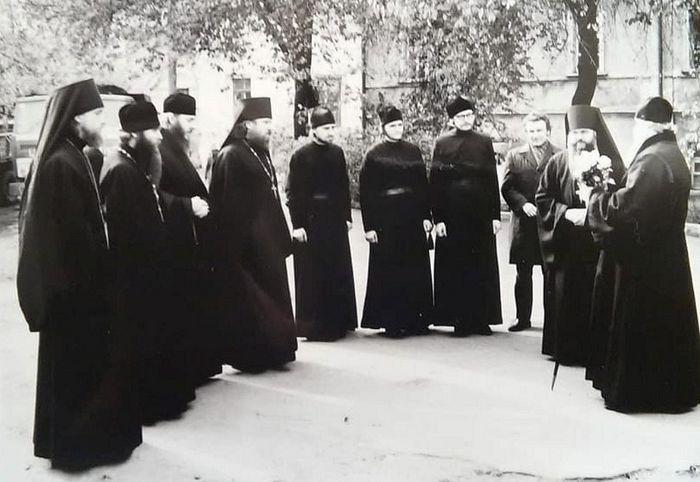 Τέταρτος από τα αριστερά – δόκιμος Βίκτωρ Βορόνιν, στα άκρα δεξιά – Μητροπολίτης Αλέξιι (Ρίντιγκερ ) – μελλοντικός Πατριάρχης