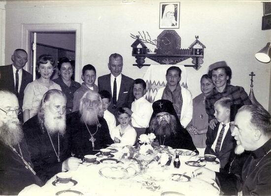 Святитель Иоанн Шанхайский на праздничном обеде
