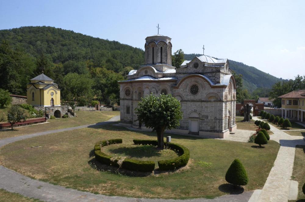 Общий вид обители из монашеского корпуса