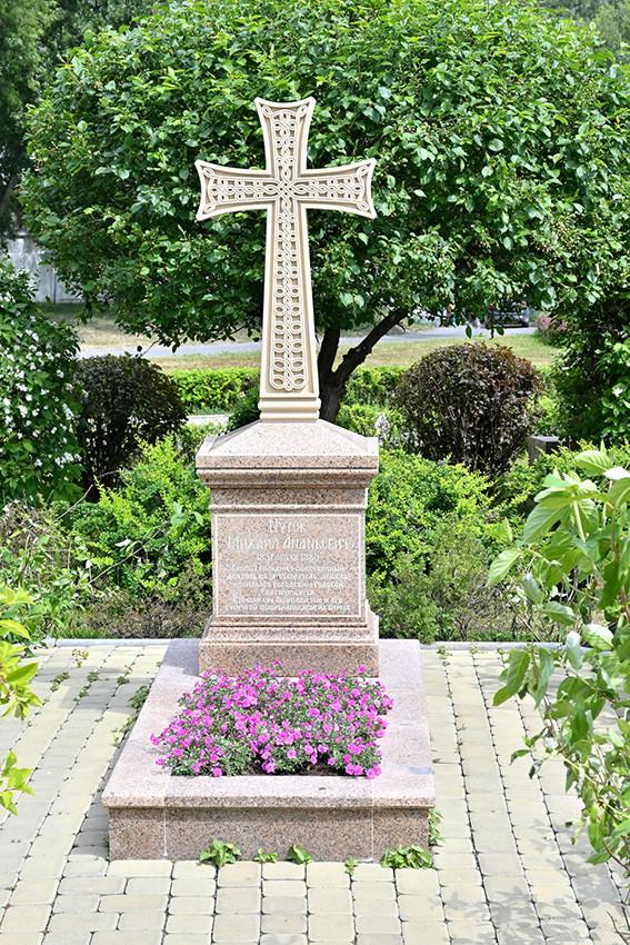 Надгробие Михаила Нурова – Екатеринбургского купца, мецената и благотворителя