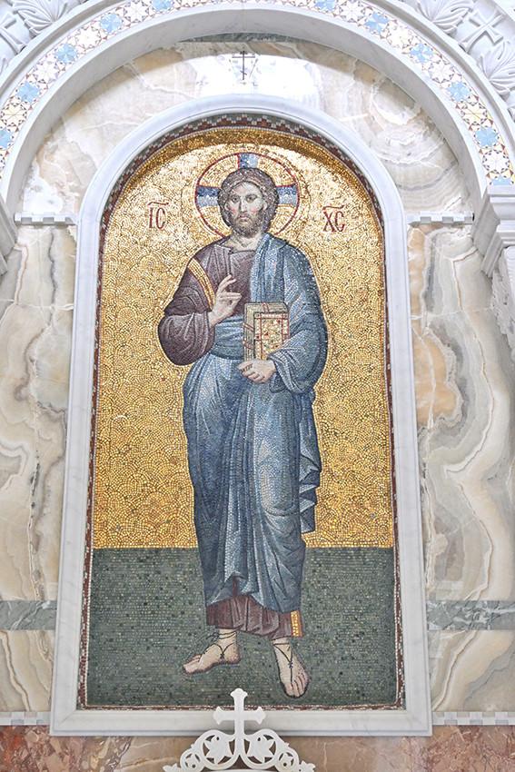 Мозаичная икона Христа-Спасителя в Скорбященском храме, выполненная сёстрами обители