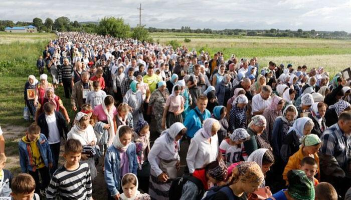 Η Λιτανεία προς το Ποτσάεβ είχε χιλιάδες προσκυνητές. Φωτογραφία: pochaev.org.ua