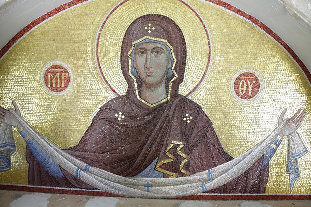 Мозаичная икона Покрова Пресвятой Богородицы, выполненная сёстрами обители