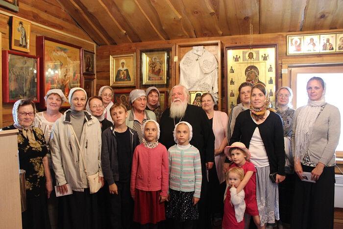 Протоиерей Стефан Павленко и матушка Татьяна (справа от него)
