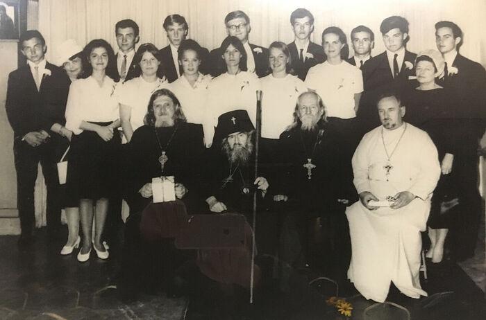 Последняя фотография святителя Иоанна Шанхайского с выпускниками православной гимназии 1966 года