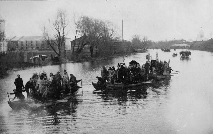 Крестный ход на лодках по Плещееву озеру