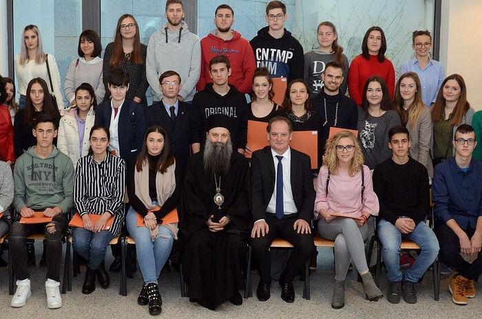 Patriarch Porfirije with students at the 2018 Privrednik Congress. Photo: p-portal.net
