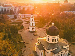 Church bells ring throughout Moldova for nation's 30th anniversary