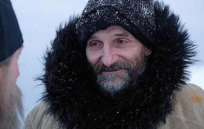 """Петар Мамонов у улози оца Анатолија. Сцена из филма """"Острво"""""""