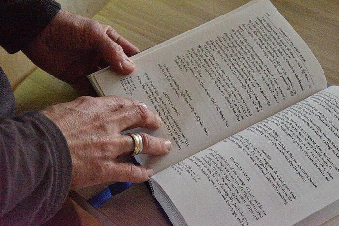 Михаил читает Постную Триодь на английском, которую привез с собой из Австралии