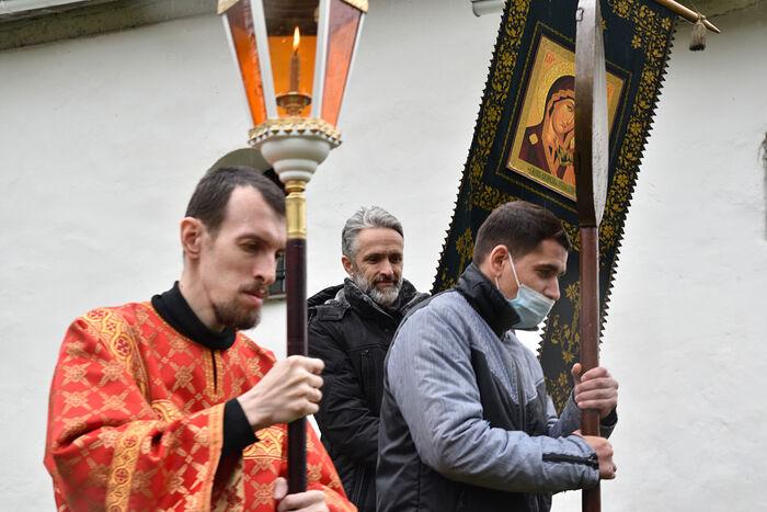 Псков. Михаил участвует в крестном ходе и звонит в колокола
